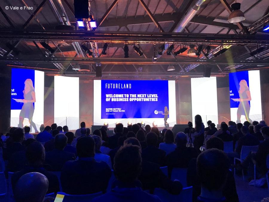 speaker futureland tag milano evento valeria cagnina sul palco