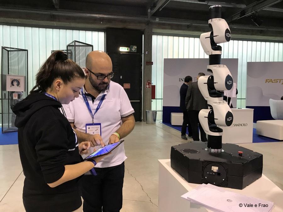 speaker futureland tag milano evento valeria cagnina braccio robotica comau