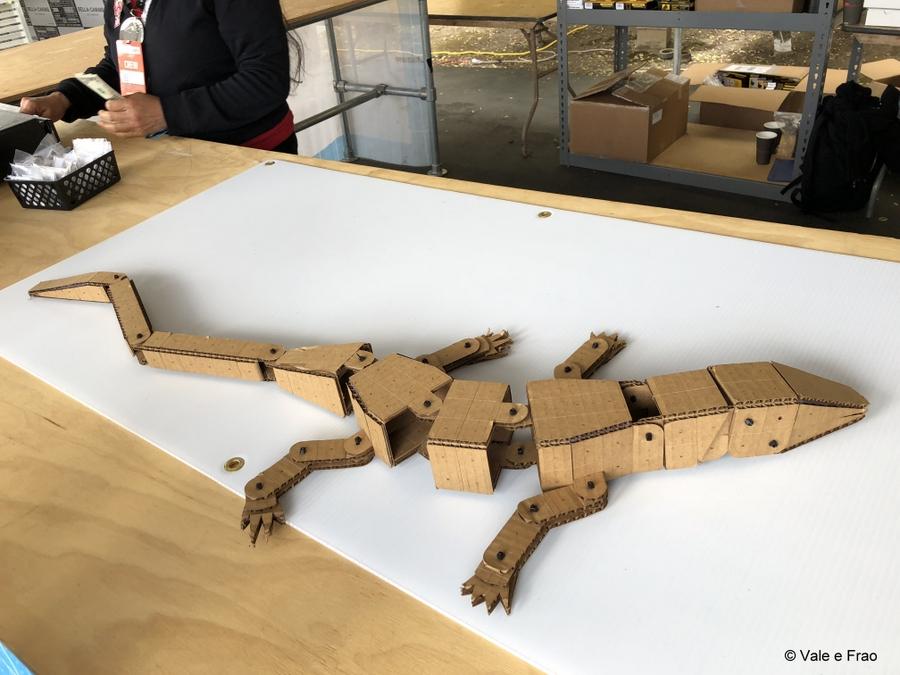 California: Maker Faire Bay Area. invenzioni progetti fatti di cartone