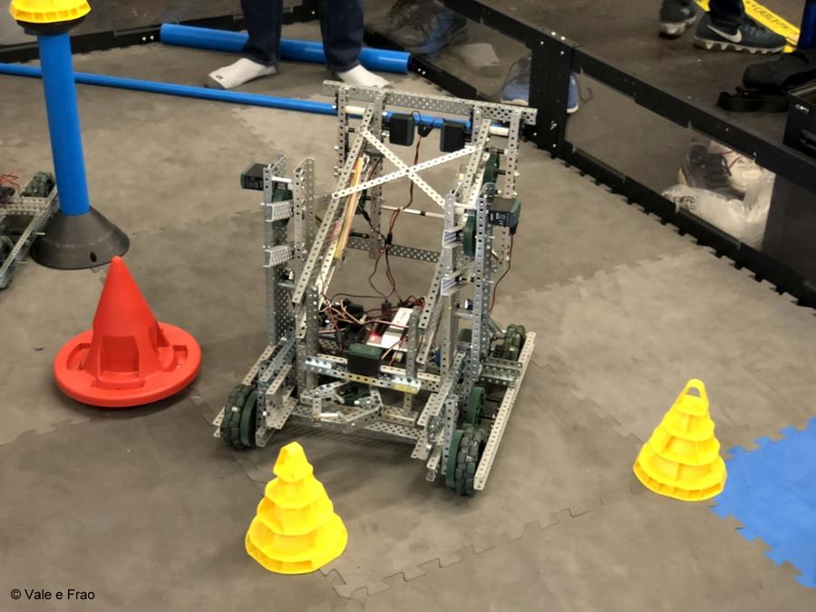 California: Maker Faire Bay Area. dimostrazioni invenzioni robot