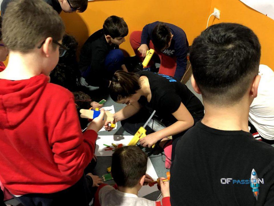 laboratori di ofpassion a taranto robotica valeria e francesco